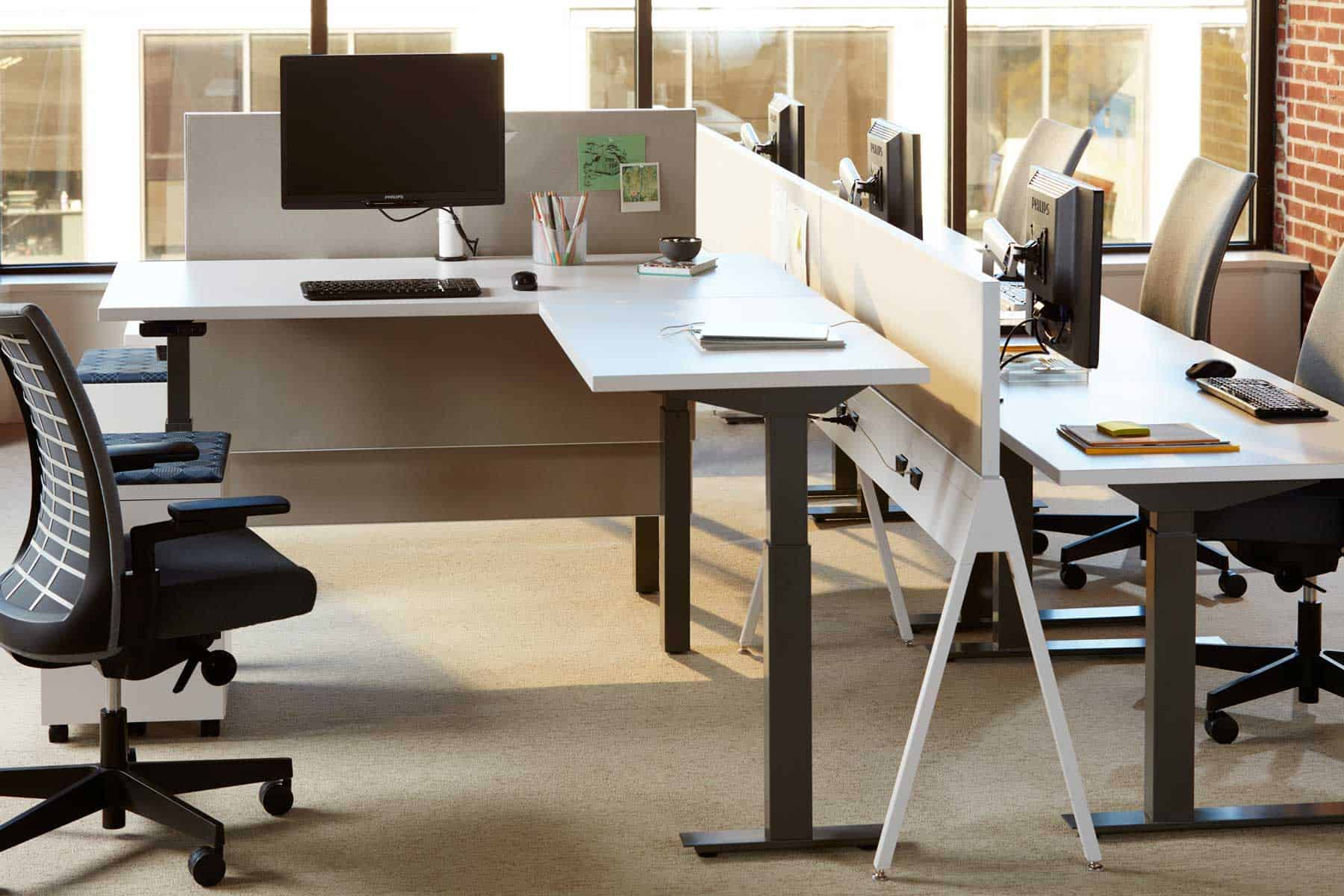 Stand-up workstation by Knoll